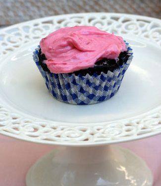 dark chocolate cupcakes raspberry frosting