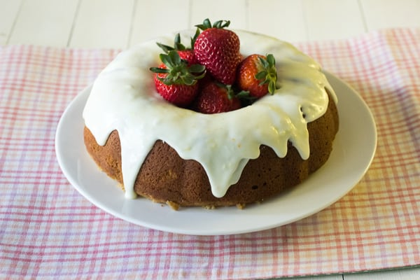 Strawberry Graham Cake and A Giveaway